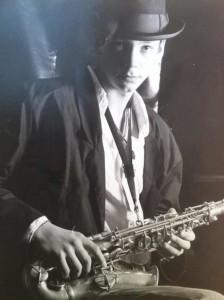 Marijn Freeve op saxofoon oud